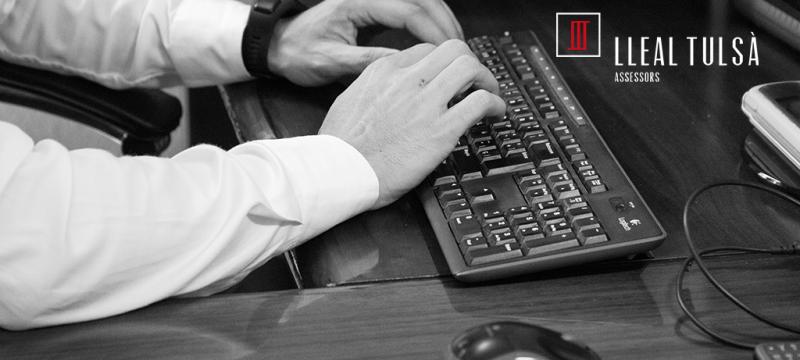 Què has de saber si vols contractar a un estranger amb permís de residència però la seva targeta indica que no està autoritzat a treballar?